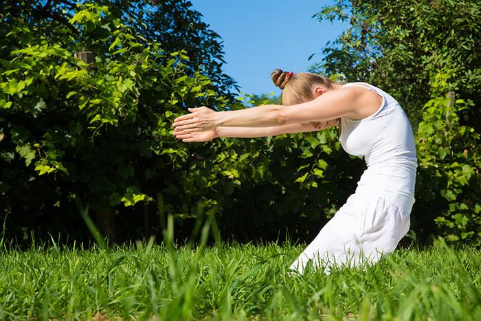 Outdoor yoga per ritrovare armonia e benessere