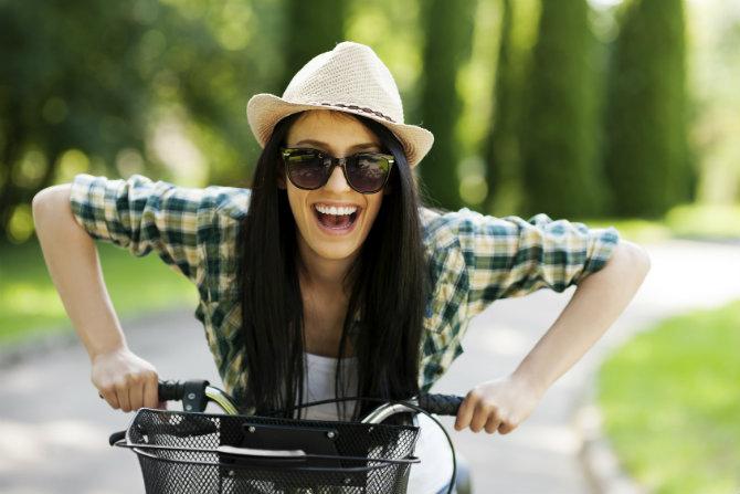 Andare in bicicletta fa bene al fisico e all'umore