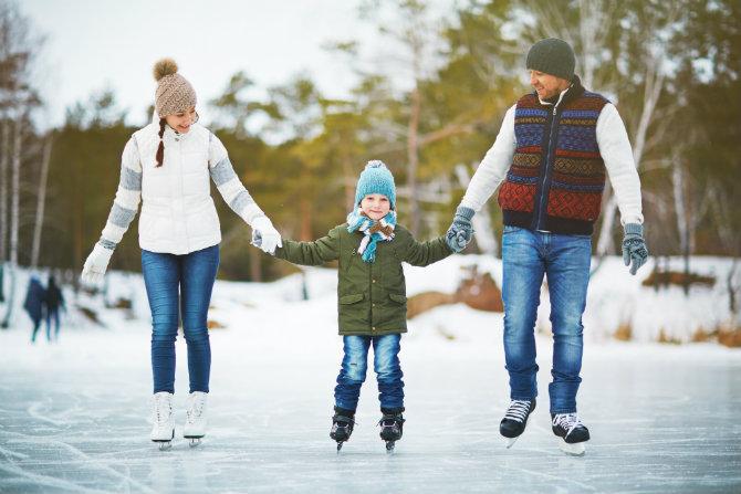 Pattinare sul ghiaccio per divertirti e tenersi in forma